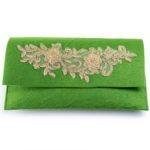 Χειροποίητη τσάντα φάκελος από πράσινη τσόχα και χρυσή τρέσα δαντέλας