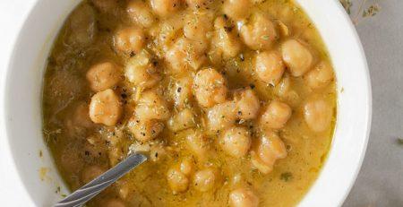 Ρεβίθια σούπα με ταχίνι