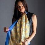 Μπλε με χρυσό μεταξωτό γυναικείο χειροποίητο μαντίλι Crepe Satin 45εκ. x170εκ.